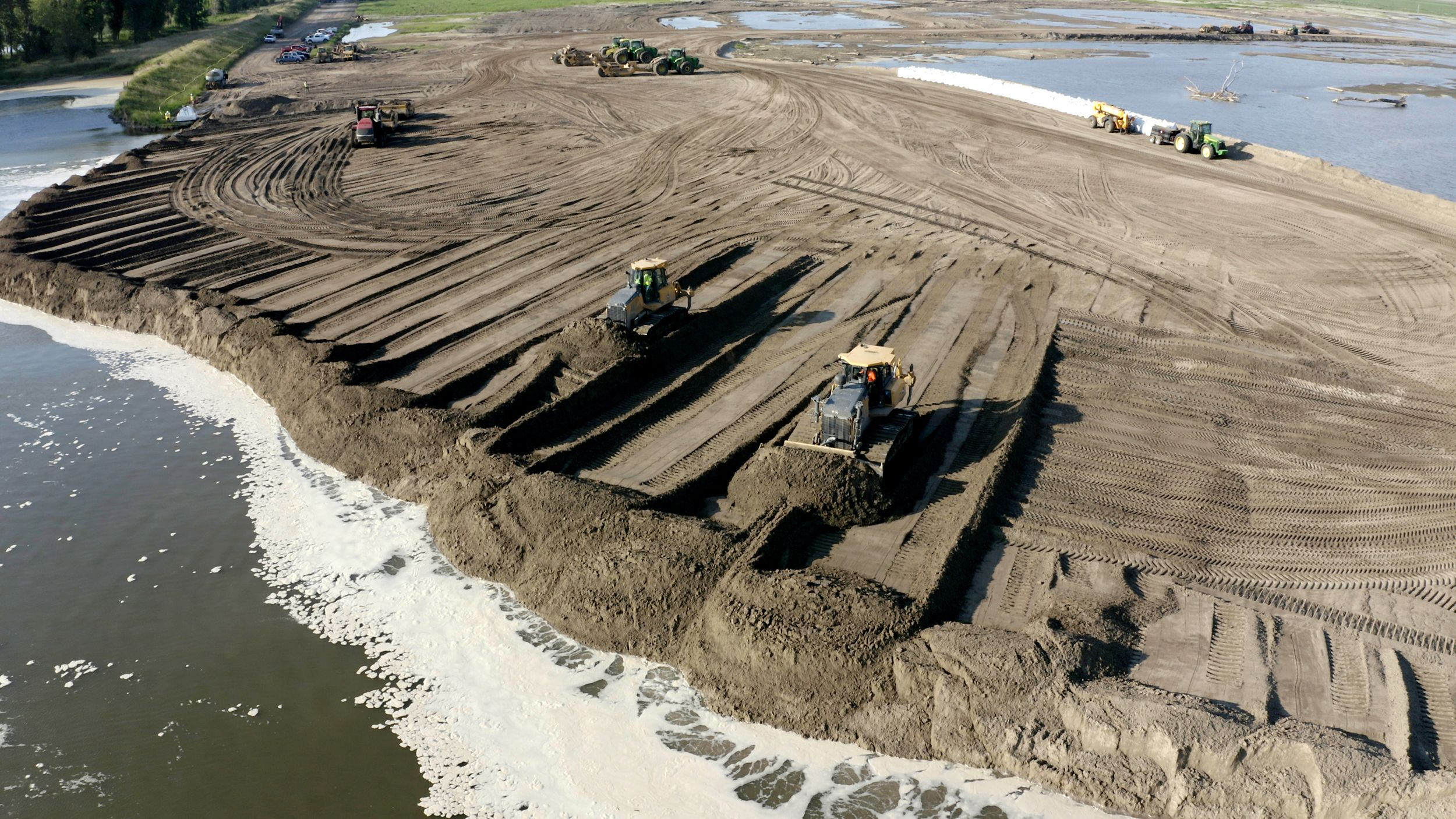 Flooded out, farmers find work rebuilding the levees that